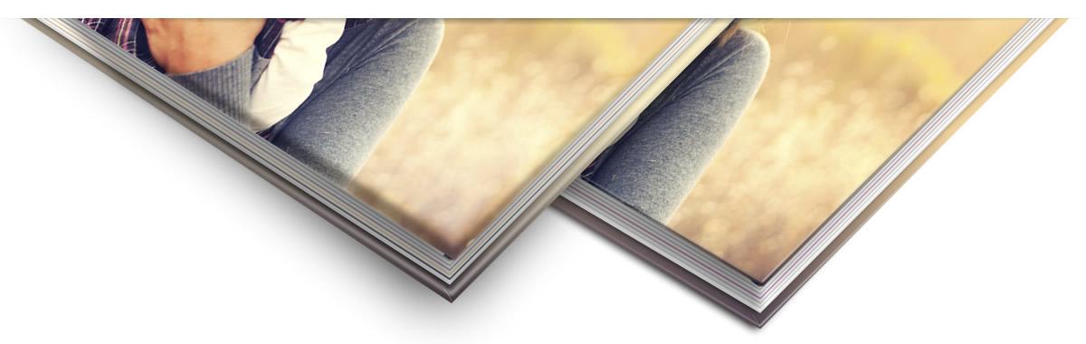 Le toucher de la couverture molletonnée est indescriptible, que ce soit pour la finition papier photo ou aspect cuir et laisse une impression de haute qualité.